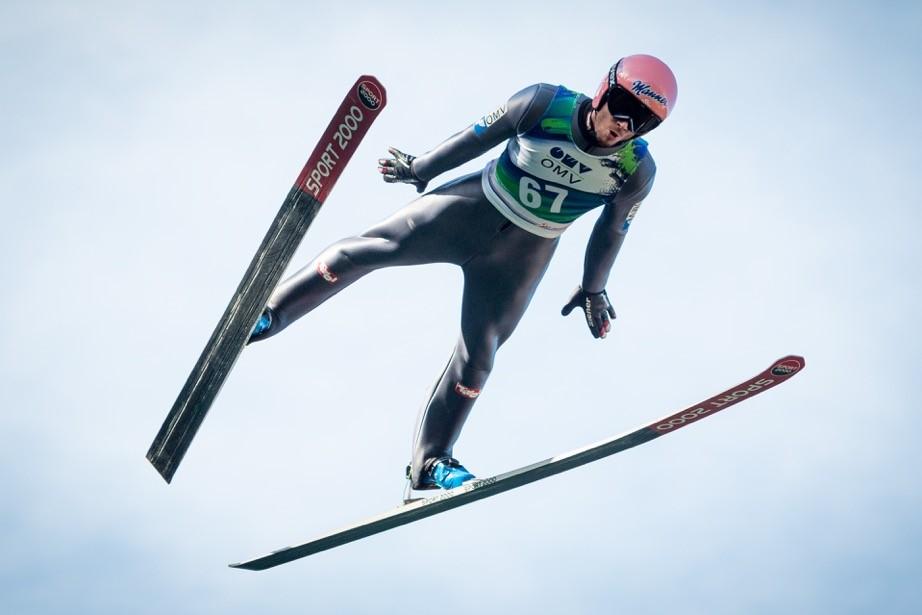 Flug im V-Stil: Manuel Fettner, der mit dem Team Österreichs 2013 in Val di Fiemme Weltmeister geworden ist, lässt die Faszination des Skispringens erahnen.